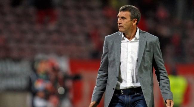 Тренер Динамо Бухарест потерял сознание вовремя матча
