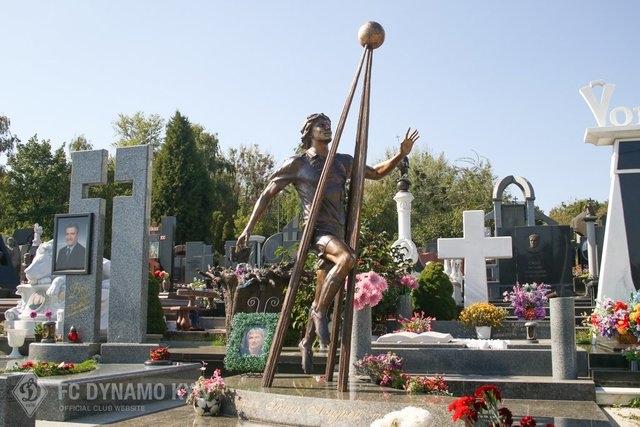Андрей Гусин памятник